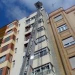 Grua elevadora por fachada Mudanzas mediterraneo
